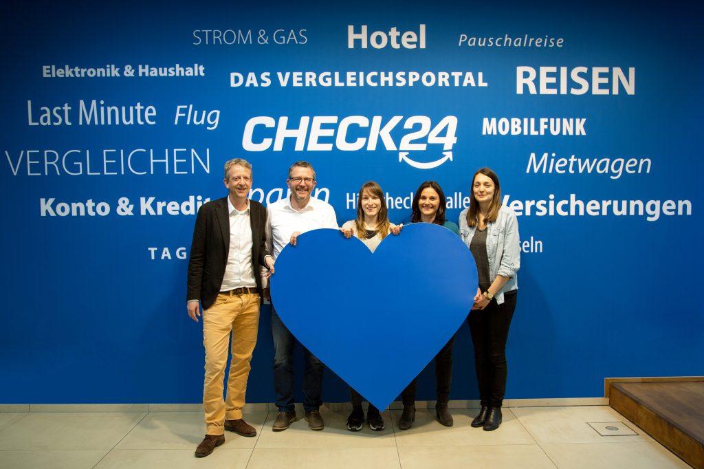 Check24_Familienpatenschaft-StiftungAKM-15000Euro