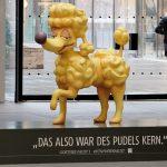 """Einmalig: """"Luzi"""", der überlebensgroße Pudel des Faust-Festivals in München wird versteigert"""